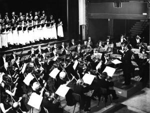 """Orkiestra Symfoniczna Filharmonii Olsztyńskiejj. Międzynarodowy Festiwal Chórów """"Cantico Choral"""". Dyrygent: Janusz Przybylski (Hiszpania, Barcelona, 1977)"""