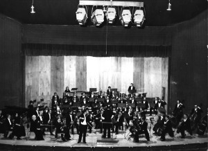 Orkiestra Symfoniczna Filharmonii Olsztyńskiej, dyrygent: Janusz Przybylski, solista koncertmistrz Artur Milian (Rumunia 1978)